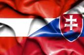 スロバキアおよびオーストリアの旗を振っています。 — ストック写真