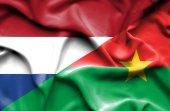 Vlající vlajka Burkiny faso a Nizozemsko — Stock fotografie