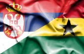 Mávání vlajkou Ghany a Srbsko — Stock fotografie