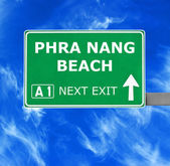 Phra Nang Beach Straßenschild gegen klar blauen Himmel — Stockfoto