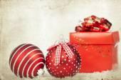 Decoración vintage con bolas de Navidad rojas — Foto de Stock