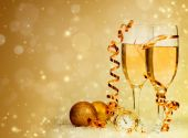 Champagne against holiday lights ang Christmas decorations — ストック写真