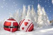 在雪中的圣诞球 — 图库照片