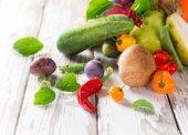 Healthy organic vegetable on wooden table — Fotografia Stock