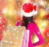 молодая красивая женщина, рождественские покупки. — Стоковое фото