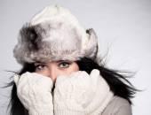 年轻女子冬季肖像 — 图库照片