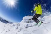 Skiër in hoge bergen — Stockfoto