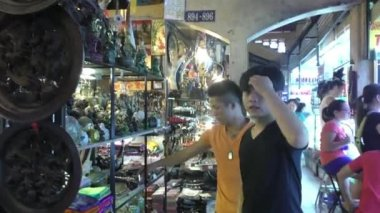 Jewelry at Ben Thanh market, Saigon, Vietnam — Stock Video