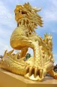Golden dragon statue in Vietnam — Fotografia Stock