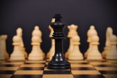 черный шахматный король — Стоковое фото