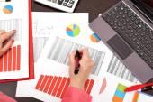 Businesswoman analyzing investment charts — Stock Photo