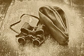 Vintage military binoculars and field cap. Feast of May 9 Victory Day — Stock Photo