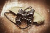 Items WWII: soldier field cap, military binoculars — Stock Photo