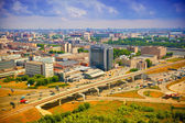 View from above to Moscow - roads, cars, modern architecture. Life of the big city — Stock fotografie