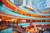 Moskau - 9. März: Einkaufszentrum Afimall Stadt. Zimmer-Turm-Business-Center Moscow City. Russland, Moskau, 9. März 2015 — Stockfoto