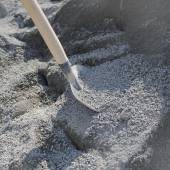 Shovel and gravel for construction — Stock Photo