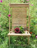 Holz stuhl mit bouquet von sonnenblume — Stockfoto