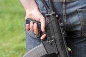Automatic weapon in hand of man — Stock Photo