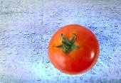 Red Tomato over blue Water drops background — Stock Photo