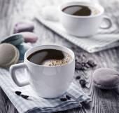 φλιτζάνι καφέ και γαλλικές macaron. — Φωτογραφία Αρχείου