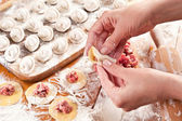 Dumplings. Dough with meat filling on the cook's hands. — Stockfoto