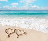 Hearts drawn on the beach sand. — Foto de Stock