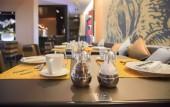 Tabelle im modernen restaurant — Stockfoto