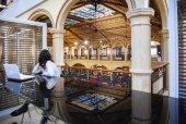 Salaborsa, Bologna's public library , located at Palazzio d'Acco — Stock Photo