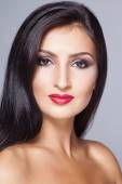 Fashion young latin woman with glamour make-up — Stock Photo