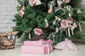 Image of chimney and decorated xmas tree with gift — ストック写真