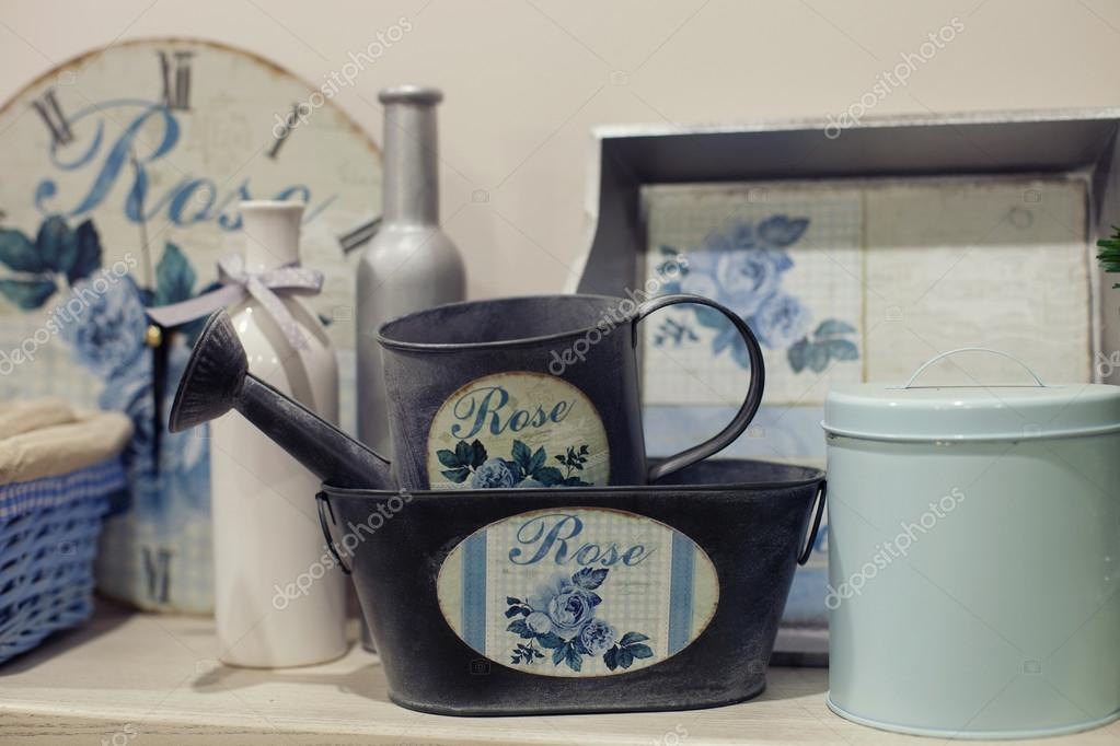 Hermosos muebles con vajilla y decoraci n cocina con for Vajilla retro