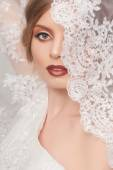 Beautiful and fashion bride with glamour makeup and hairstyle in luxury interior — Stock Photo