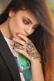 Portrait of a young indian woman in casual style with mehendi on the streets of old city — Stock Photo