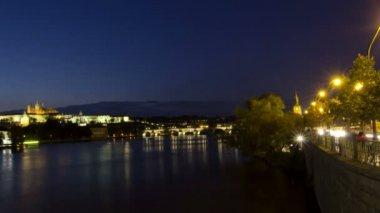 Vltava River and Charles Bridge — Vídeo de Stock
