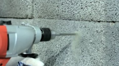 Drilling hole into concrete wall. — Stock Video