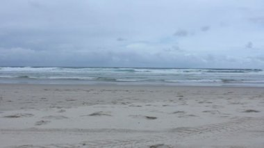 Oceaan in Surfers Paradise — Stockvideo