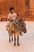 Guide with ass in Petra, Jordan — Stock Photo