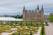 Frederiksborg Castle in Hillerod - in rainy weather, Denmark — Stock Photo