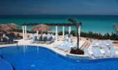 Infinity Pool on a Cuba Resort — Foto Stock