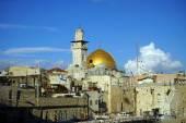 Minaret and golden dome — Stock Photo