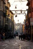 Busy urban life in the street of Milan, Italy — Stockfoto