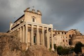Temple of Antoninus and Faustina — Stock Photo