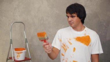Foreman painting screen — 图库视频影像