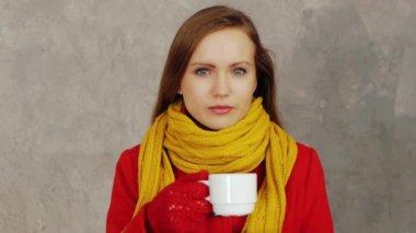 Kobieta picie herbaty — Wideo stockowe