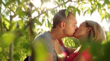 Loving couple kissing — Stock Video