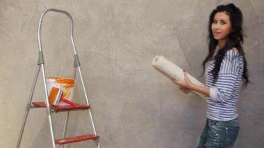 Woman gluing wallpaper — Stock Video