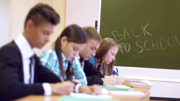 Students writing task — Vidéo