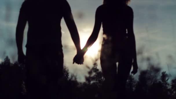 Manos de los amantes — Vídeo de stock