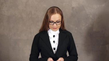 Woman holding money — Stock Video