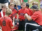 A coach talking  to his baseball team. — Stock Photo